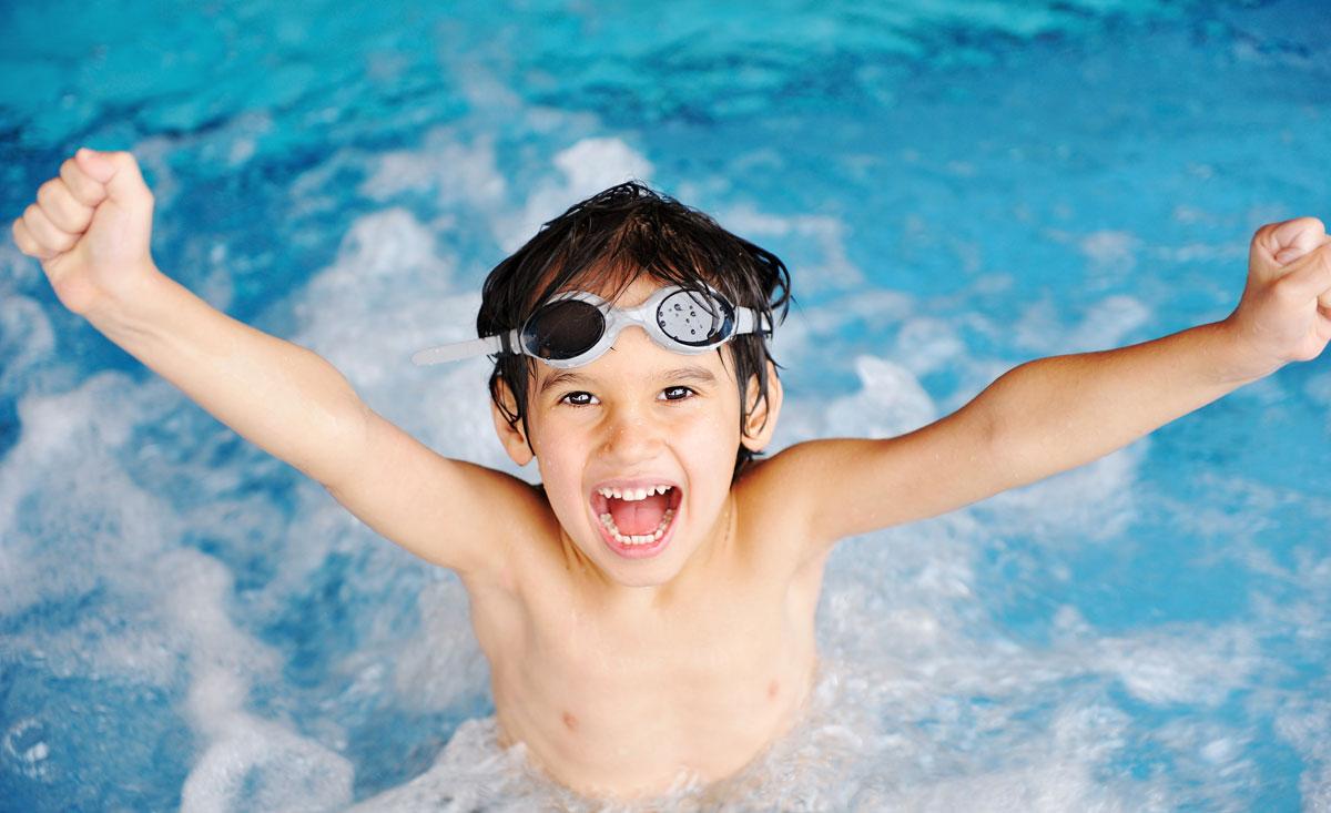 Urlaub Mit Kindern Im Kinderhotel Und Familienhotel Mit Beheiztem  Schwimmbad Und Hallenbad
