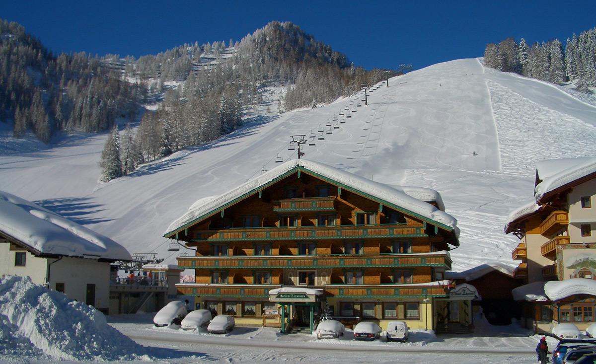 Familienhotel Mitten Im Skigebiet In 214 Sterreich